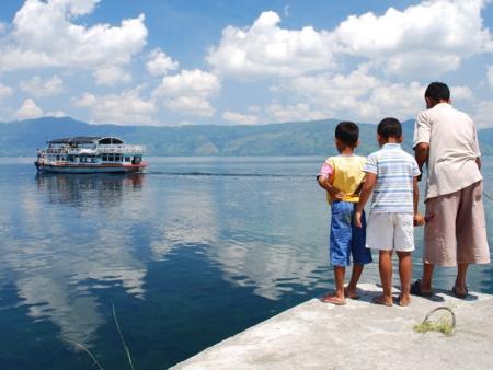 Excursion dans les terres, vers les lacs, Lovina  et les sources de Banjar