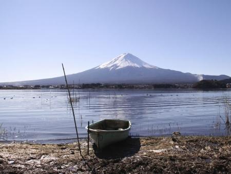Discover  Lake Ashi by boat and Mount Komagatake by ropeway, take the train to Kyoto