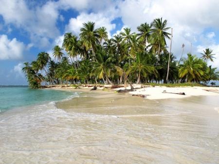 Pistes le long des plages de sable blanc.