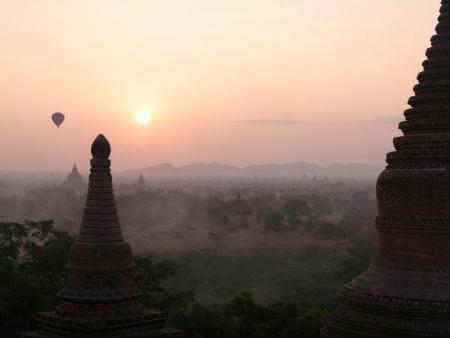 Plaines, ruines et volcans de Bagan