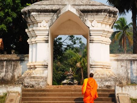 Tak bat, la cérémonie d'offrandes aux moines