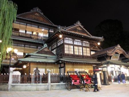 Matsuyama-jô Castle and Dôgo Onsen Honkan