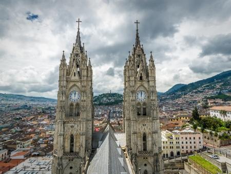 Visite de Quito, le monument Latitude 0° et l' « avenue des volcans »