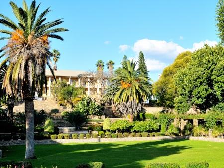 Contrastes de la capitale namibienne et envol pour la France (235 km)