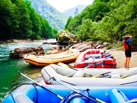 Ponts suspendus, rafting et sources chaudes