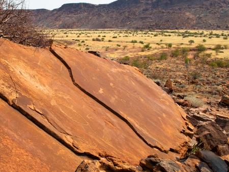 Peintures rupestres et éléphants du désert ! (305 km)