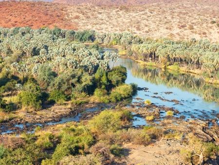 Aux confins des terres Namibiennes, le fleuve Kunene (200km)